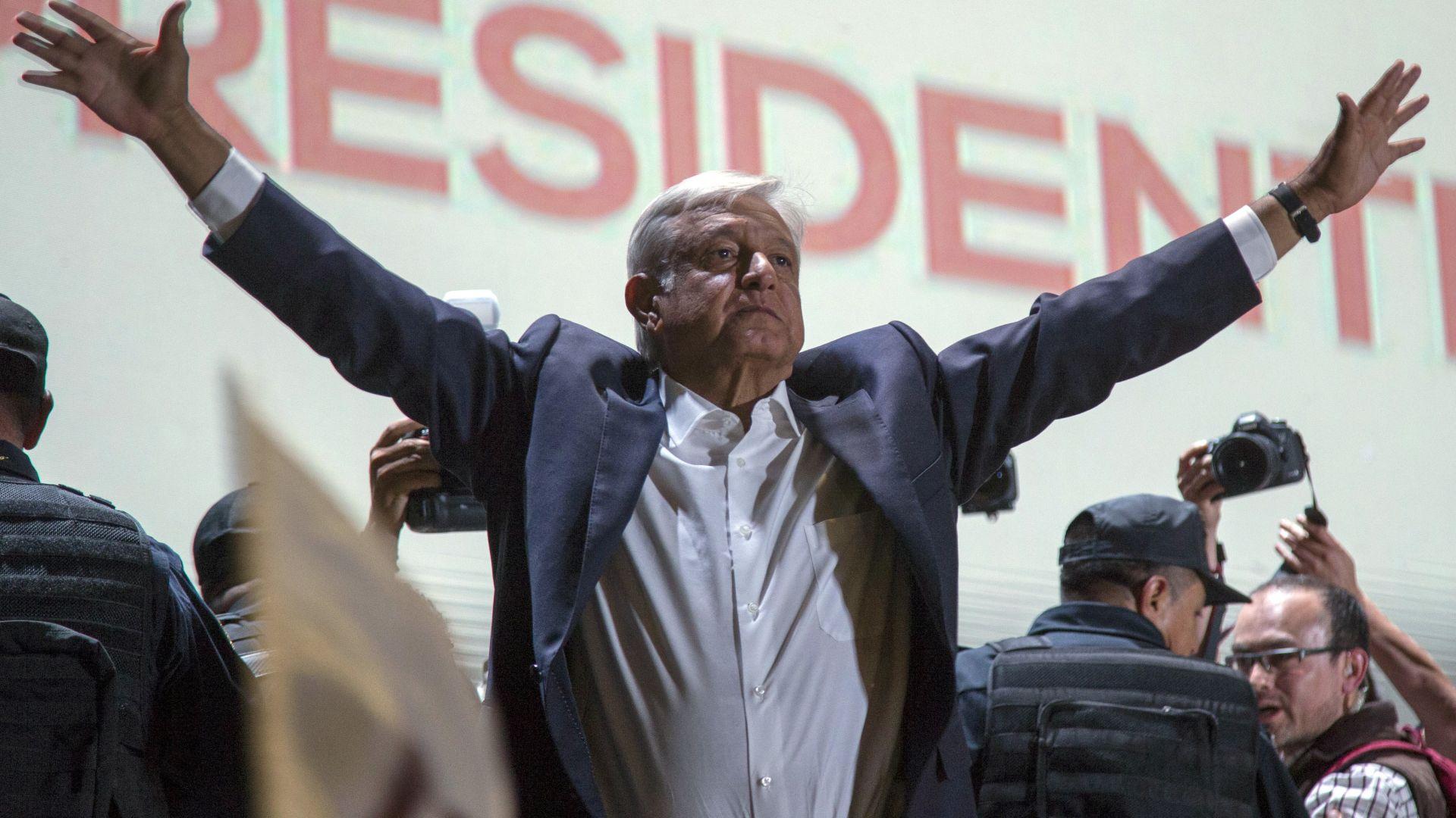 Левият популист Андрес Обрадор спечели изборите за президент на Мексико