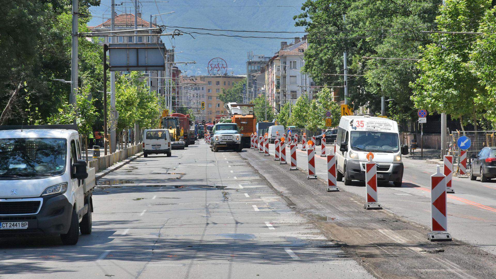 """Стесняват кръстовището на """"Левски"""" и """"Графа"""" заради ремонта"""