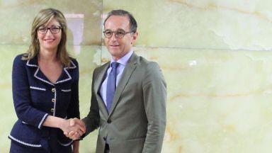 Повреда в самолета на германския външен министър забави идването му в София