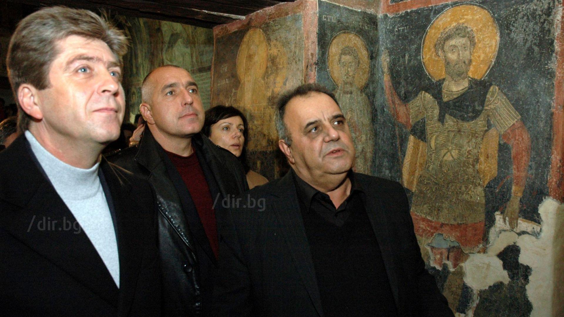 Президентът Георги Първанов, Бойко Борисов и Божидар Димитров разглеждат реставрираната Боянска черква на 3 май 2006 г.