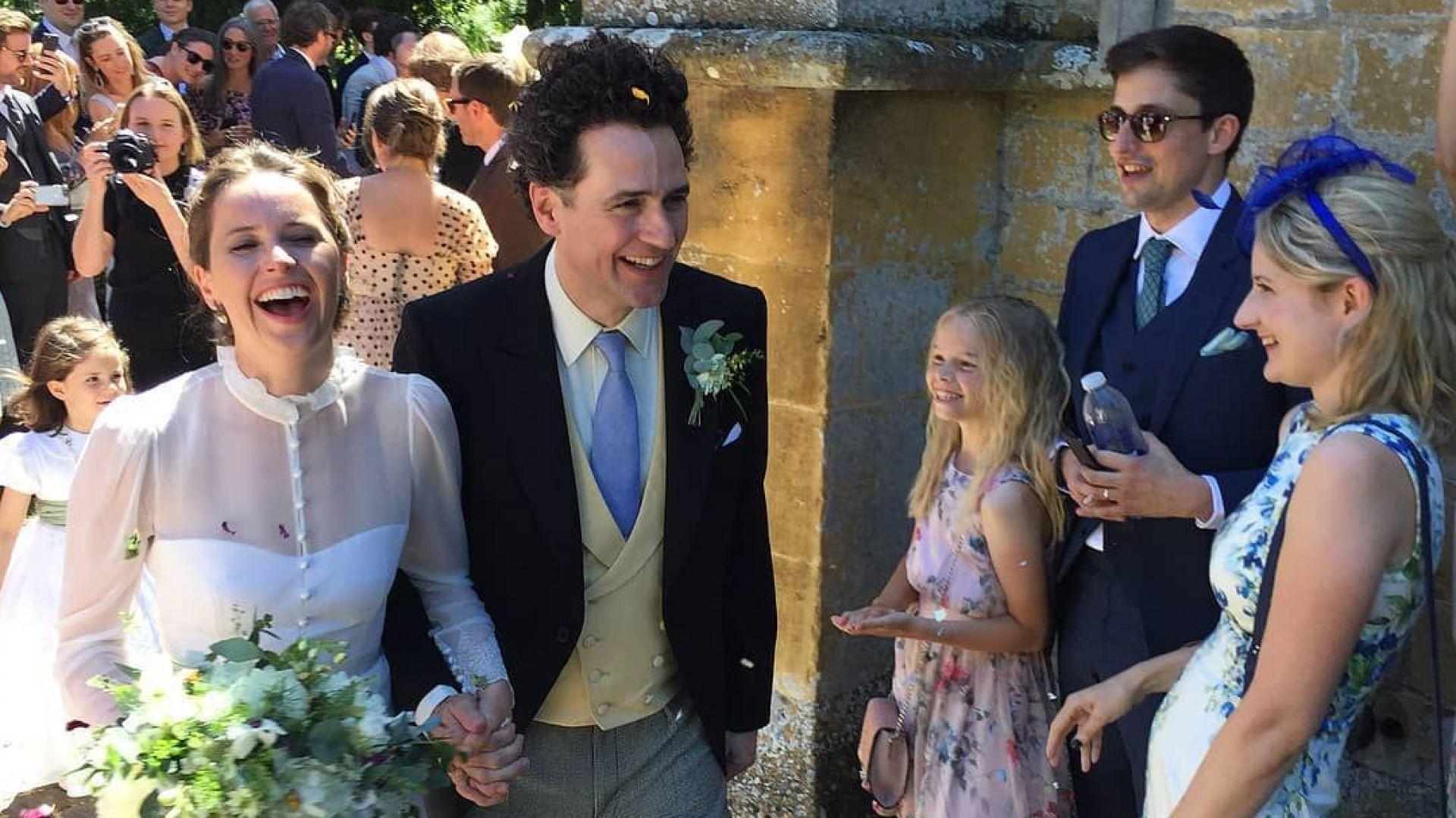 Фелисити Джоунс се омъжи в присъствието на Еди Редмейн и Том Ханкс (галерия)