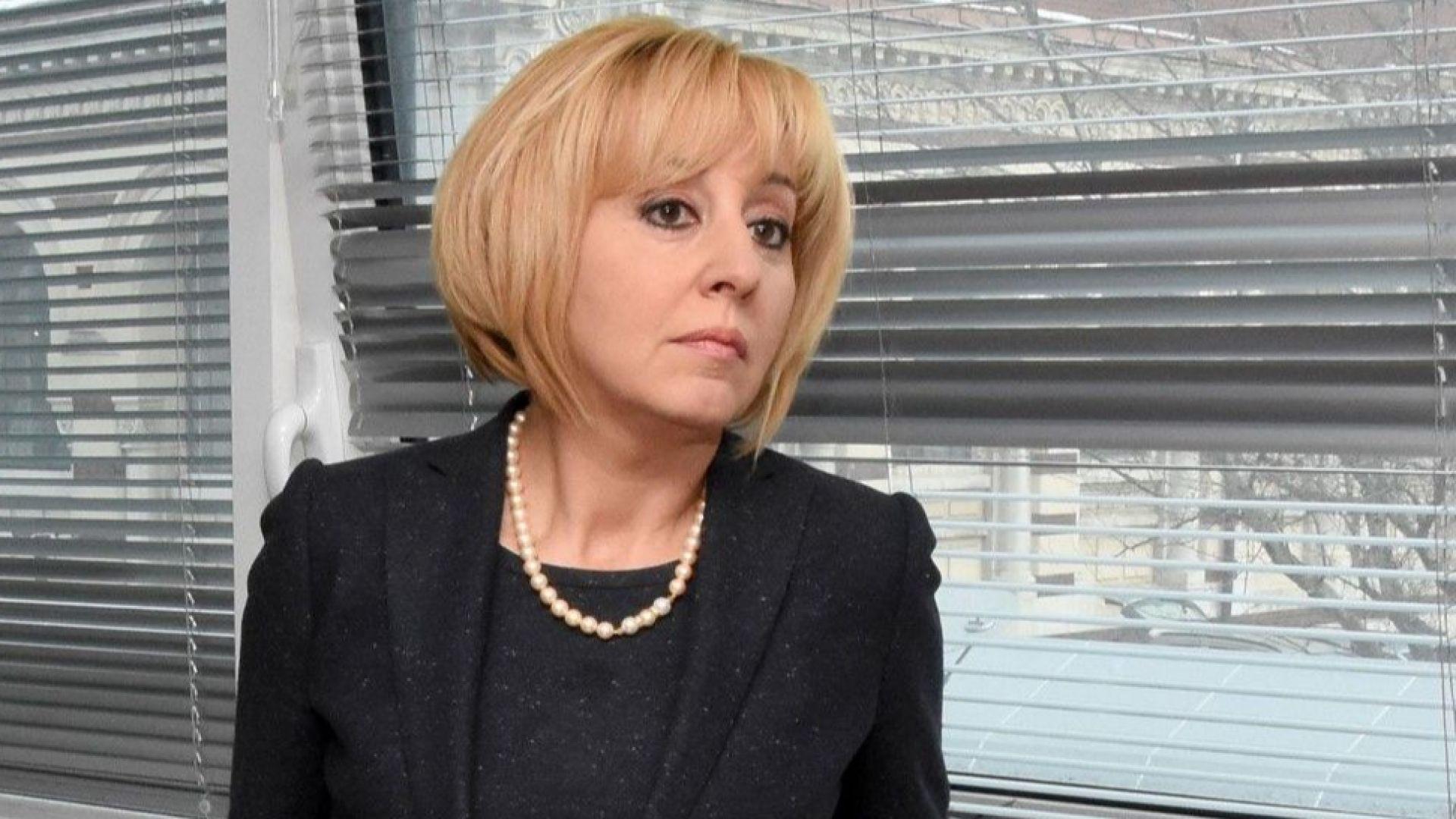 Мая Манолова атакува 3 закона пред Конституционния съд
