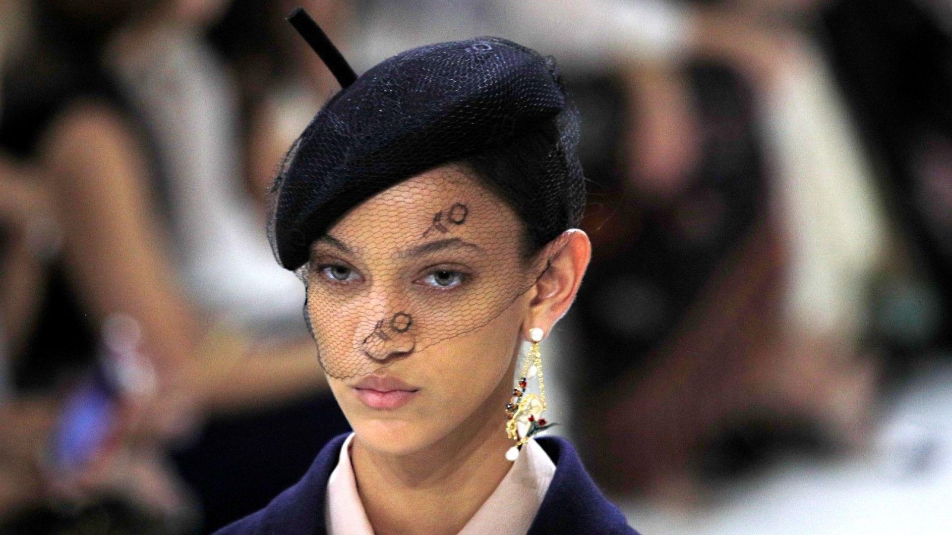 Dior представи класическа колекция висша мода в Париж (снимки)