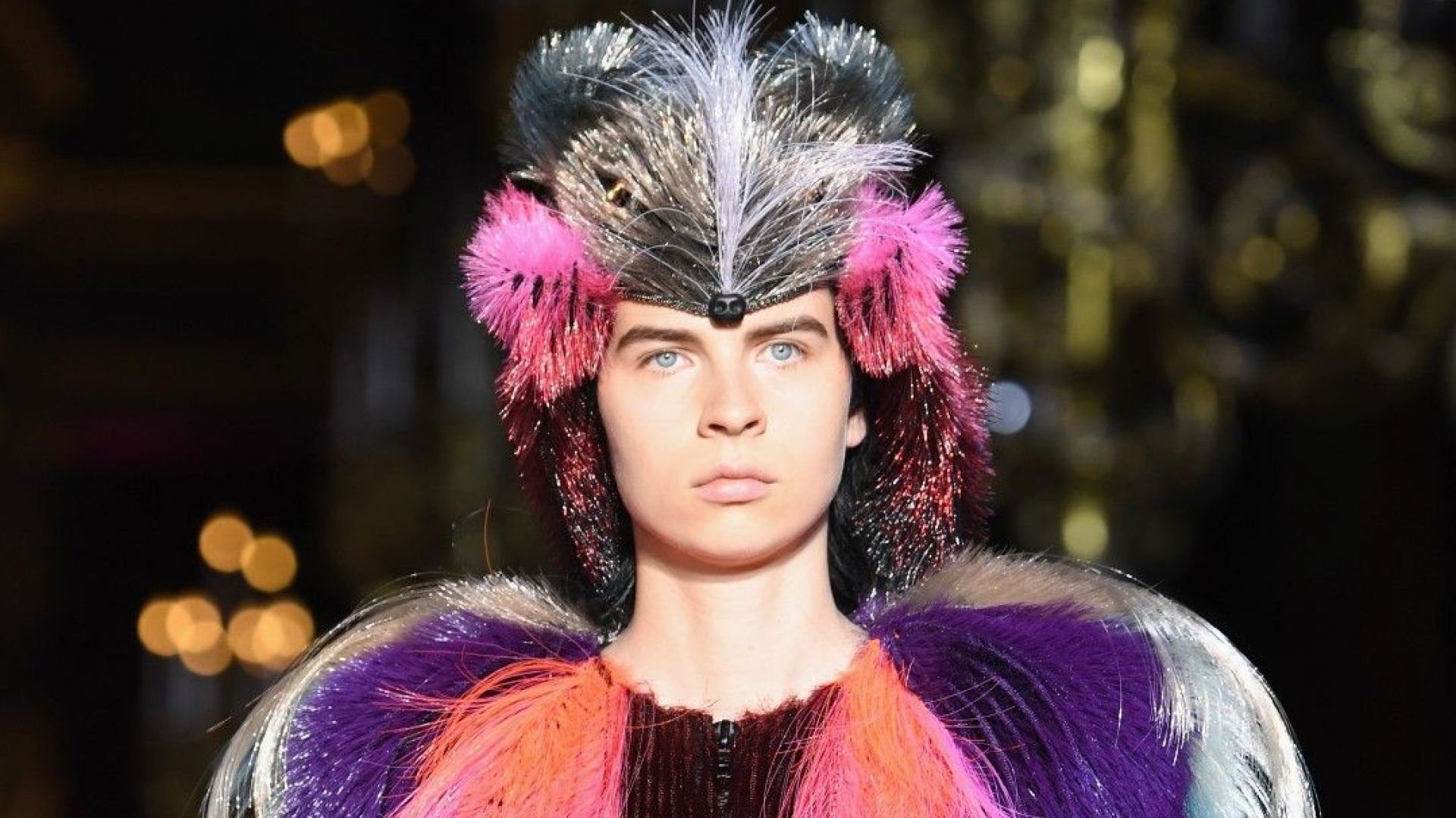 """Скиапарели"" показа цветна висша мода с анималистични маски"