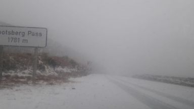 Климатът полудя! Сняг заваля в Южна Африка (Видео)