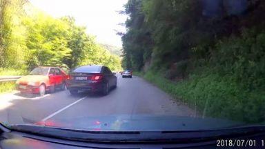 Опасен шофьор застраши живота на десетки на пътя
