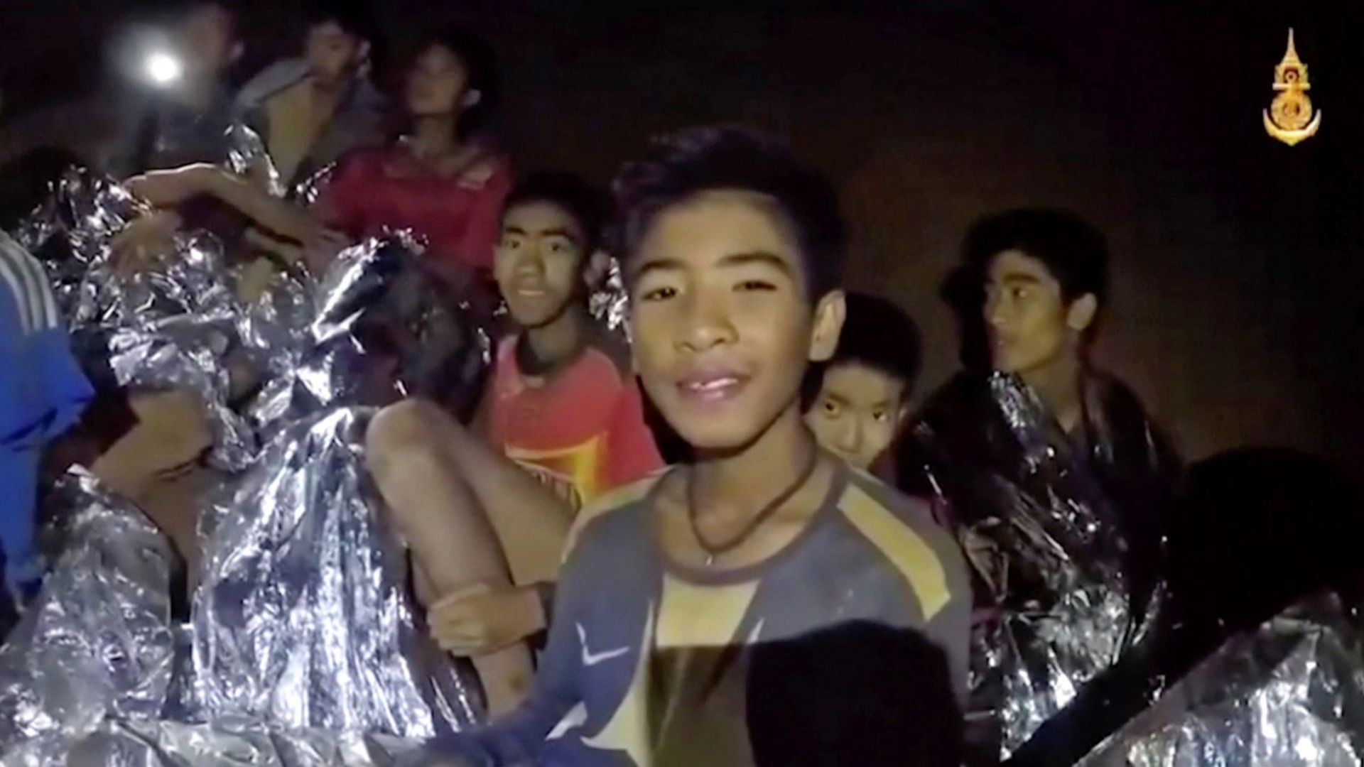 Учат блокираните в пещера в Тайланд момчета да се гмуркат, за да ги изведат