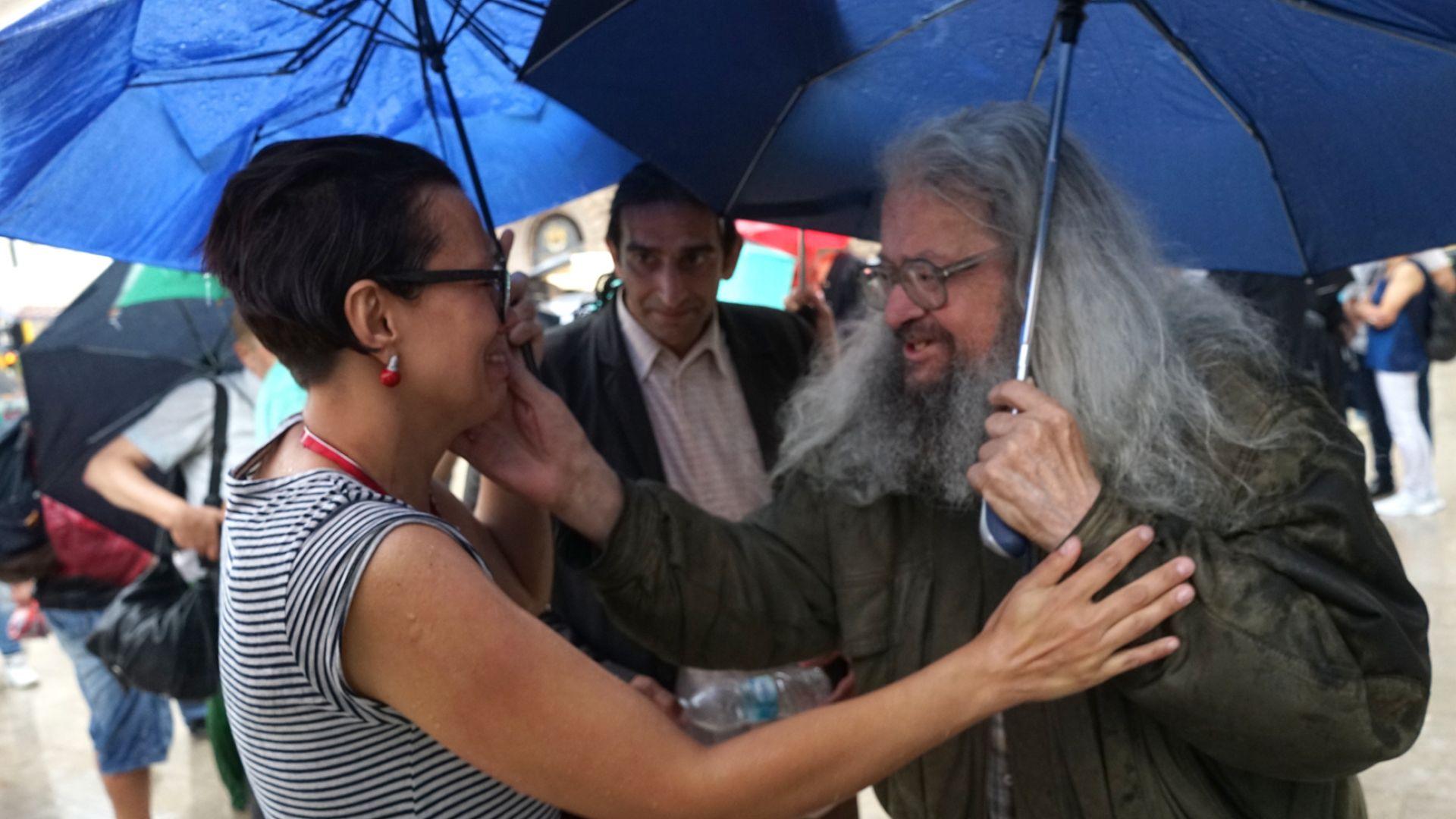 Десетки подкрепиха Николай Колев - Босия въпреки дъжда (снимки)