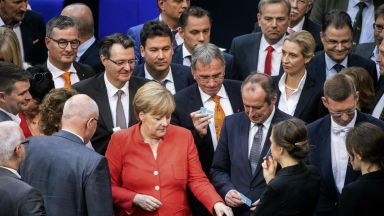 Германия обяви как ще спре вълната от бежанци