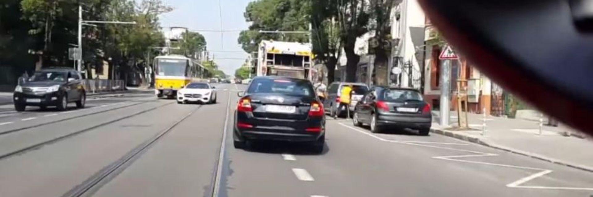 Ново скандално видео: Безумец кара в насрещното в центъра на София