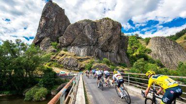 """ТОЙ идва: Как магията на """"Тур дьо Франс"""" докосна едно 5-хилядно село"""