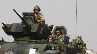 Турция разполага танкове по границата със Сирия