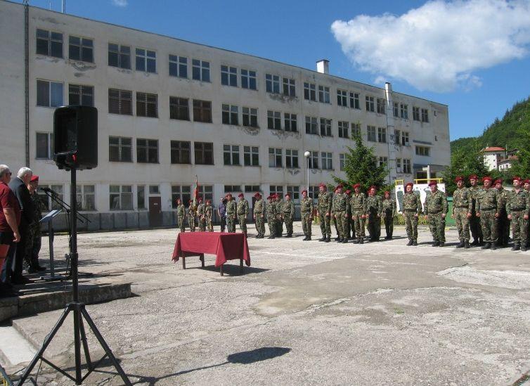 Отличието е връчено на церемония пред личния състав на полка
