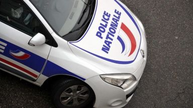 Жена се барикадира във френска банка и заплашва да се взриви