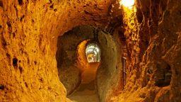 Потресаващи разкрития в 8 от 20-те етажа на подземния град Деринкую