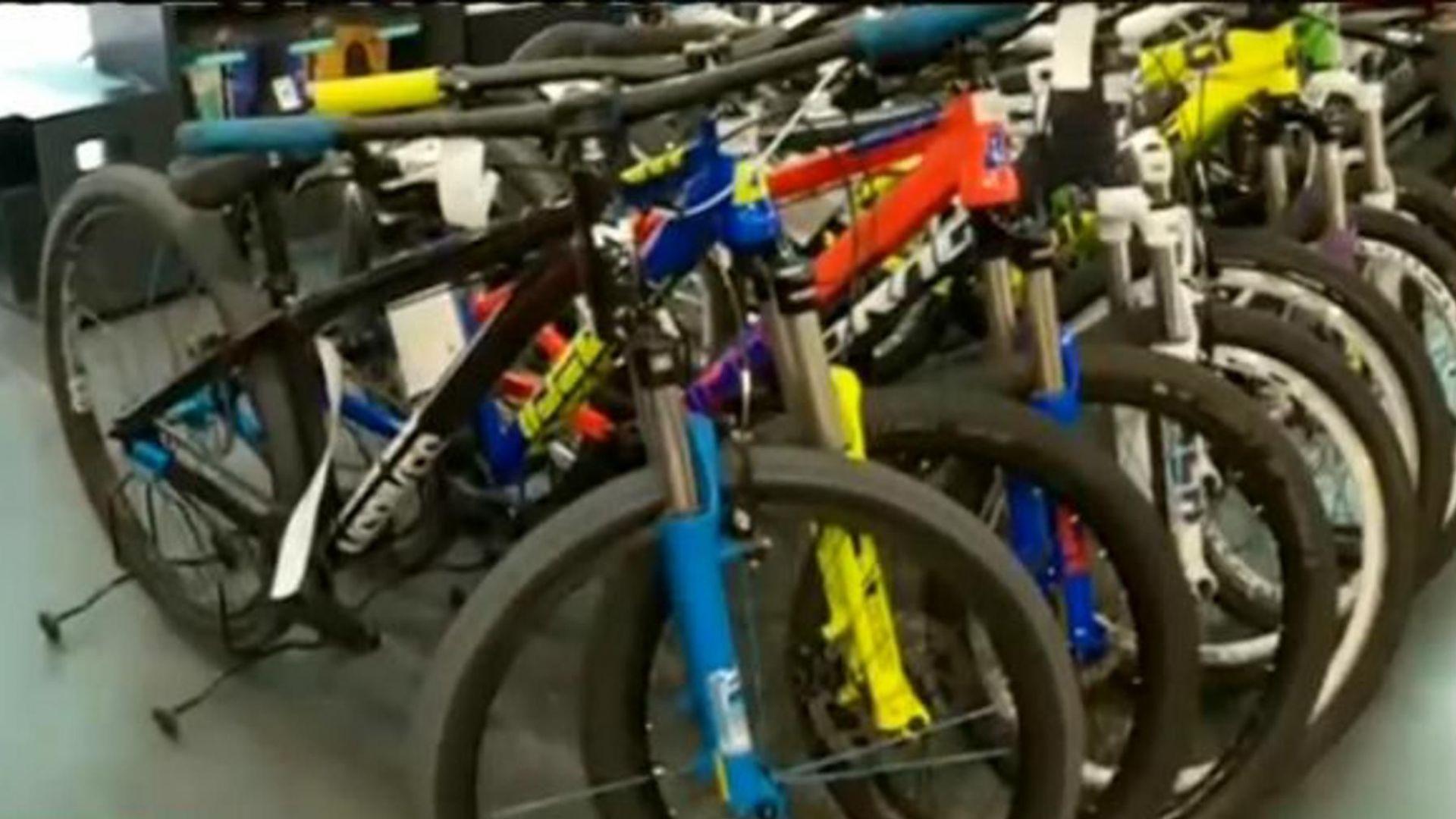 Удар: Задигнаха велосипеди за хиляди левове