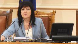 Караянчева отговори на Нинова: 35 депутати от БСП са взели пътни и командировъчни