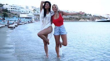 Никол Шерцингер се наслаждава на Миконос със сестра си