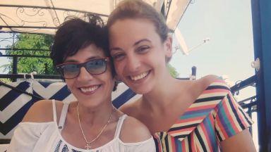 Д-р Огнянова на море с майка си (снимки)