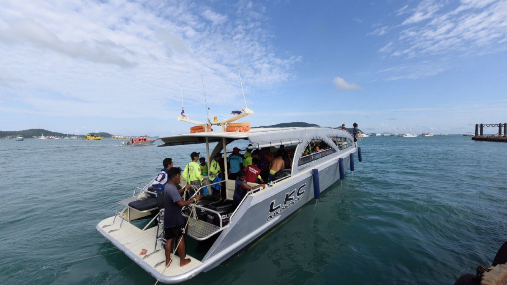 Кораб с туристи потъна край остров Пукет