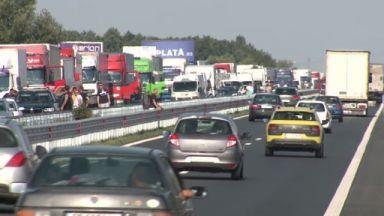 Колони от автомобили в първия почивен ден от празниците