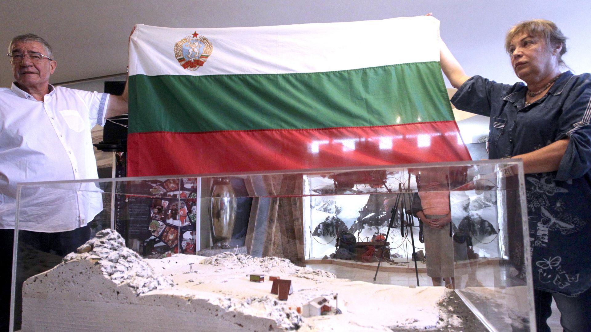 Първият български флаг от  Антарктида оцелял, излагат го в НИМ