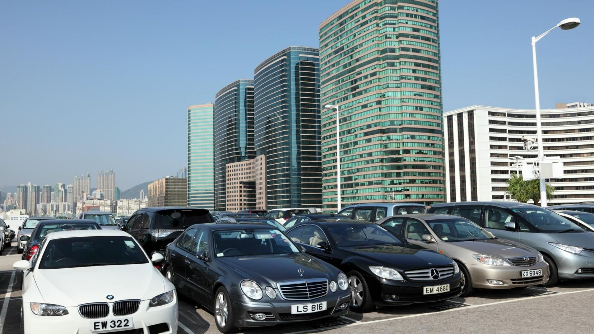 Хонконг: Продадоха паркомясто за 765 000 долара