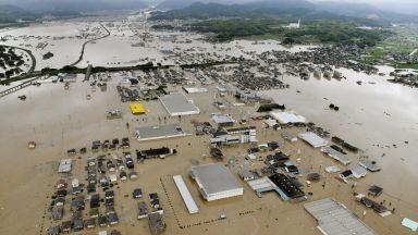 """Трус и """"исторически"""" проливни дъждове в Япония"""