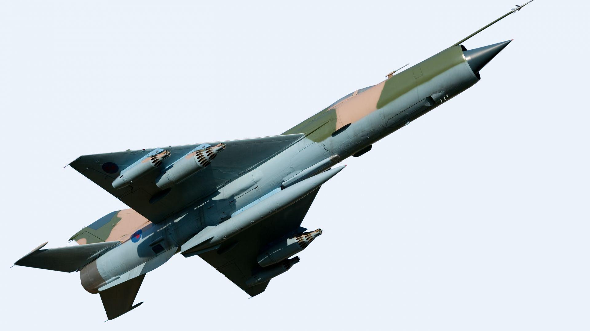 Самолет МиГ-21 се разби при авиошоу в Румъния, пилотът загина