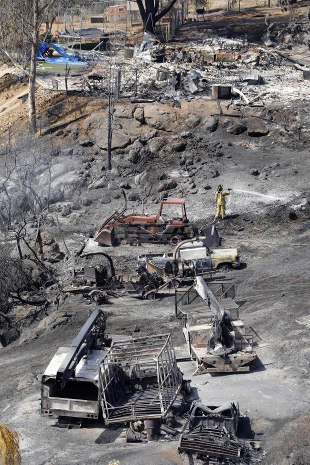 Останки след огнената стихия в Калифорния