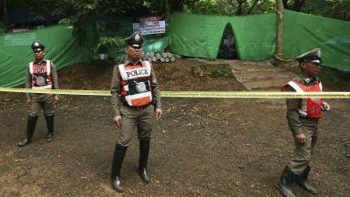 Спасителната операция в пещерата в Тайланд спира за 10 часа