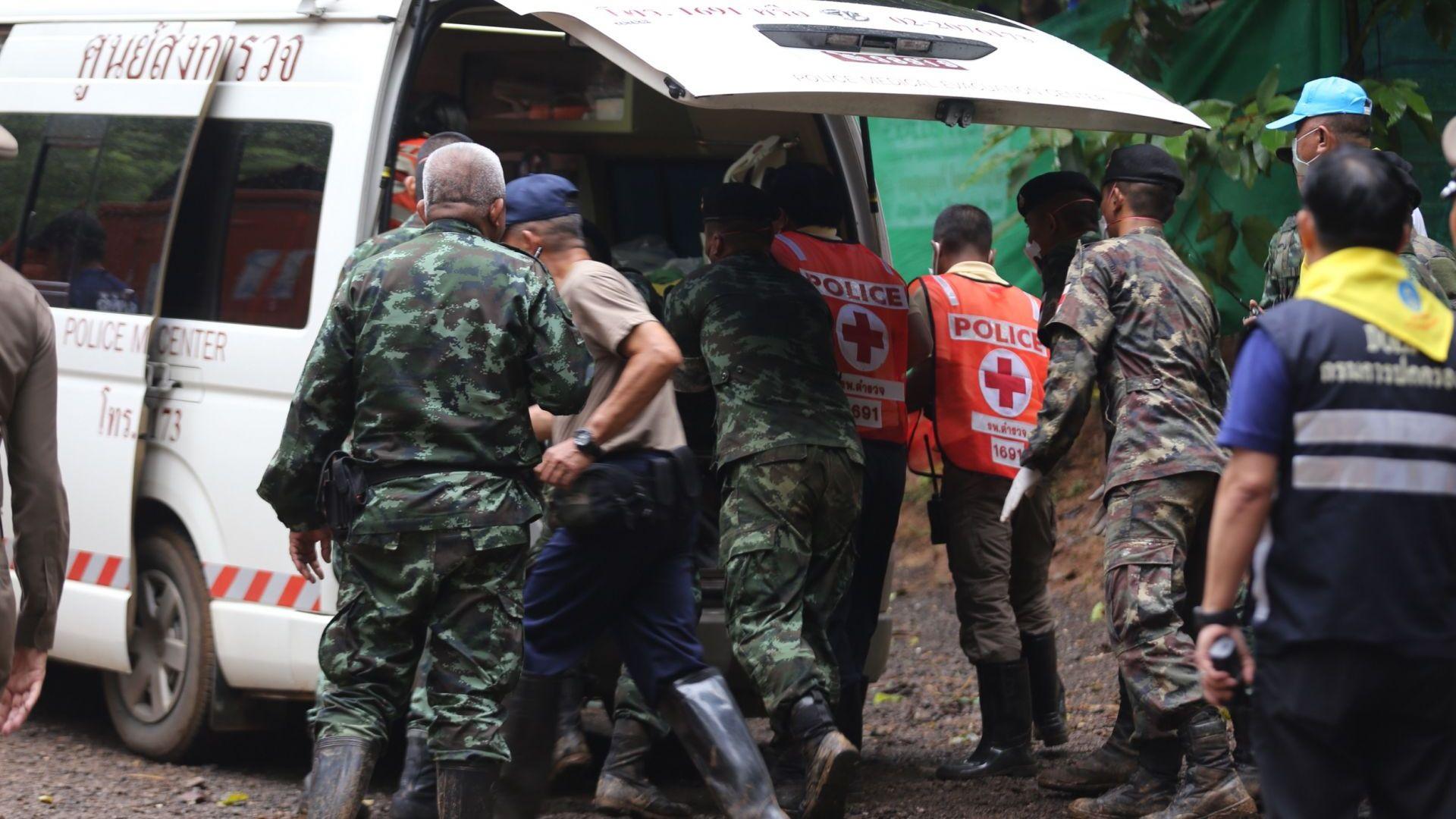 Фирма на Мъск тества мини подводница, с която да бъдат спасени децата, блокирани в тайландска пещера