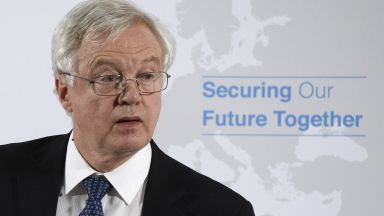 Министърът по Брекзит подаде оставка