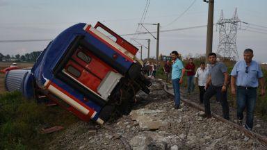 Поне 24 загинали и стотици ранени при влаковата катастрофа в Западна Турция