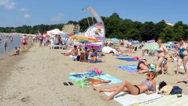 Бургазлии с подписка срещу голите на плажа, сезират местната власт