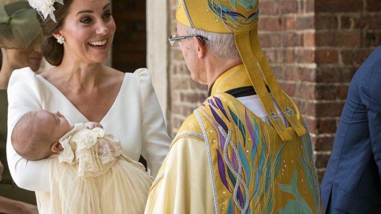 Кръстиха принц Луи на церемония в тесен кръг (снимки)