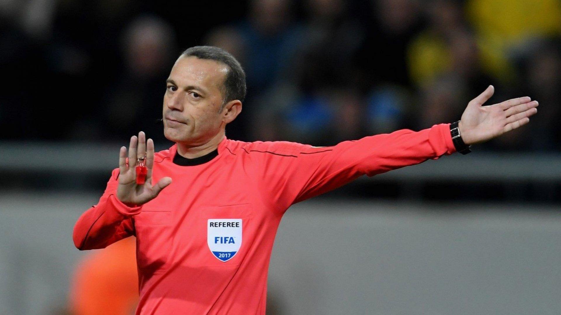 Турчин и уругваец със спорна репутация ще свирят полуфиналите