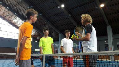 Дмитрий Турсунов тренира младите ни тенис таланти