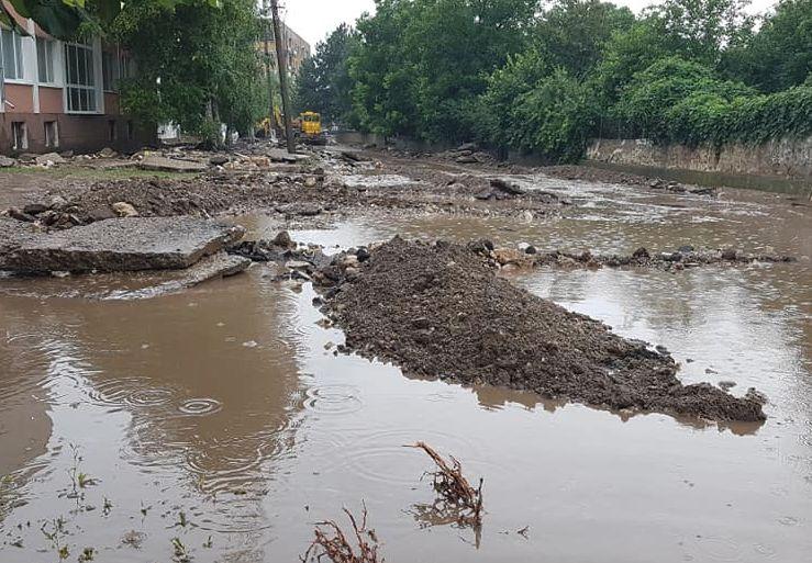 Кални реки вместо улици в Мизия