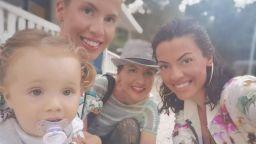 Илиана Раева на море в Гърция с цялото семейство (снимки)