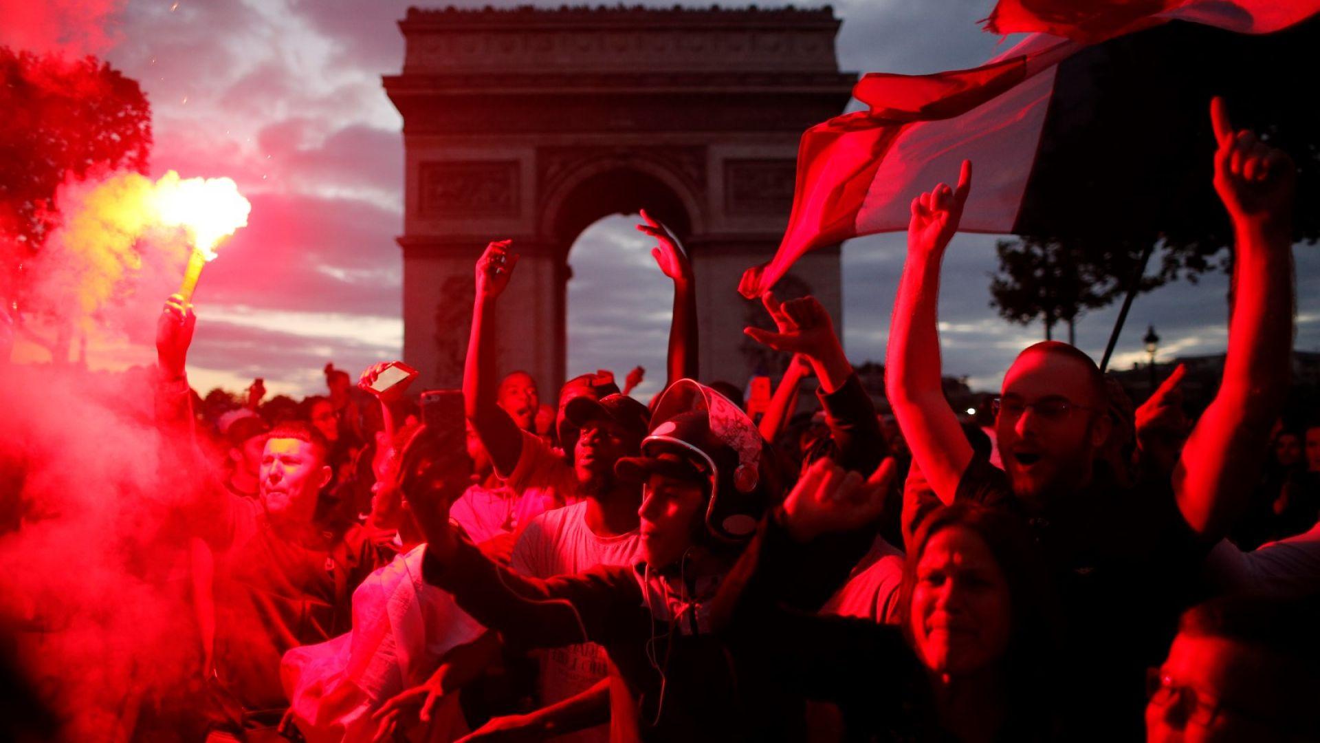 Франция гори в празненства - побоища в Париж, 27 ранени в Ница (снимки)