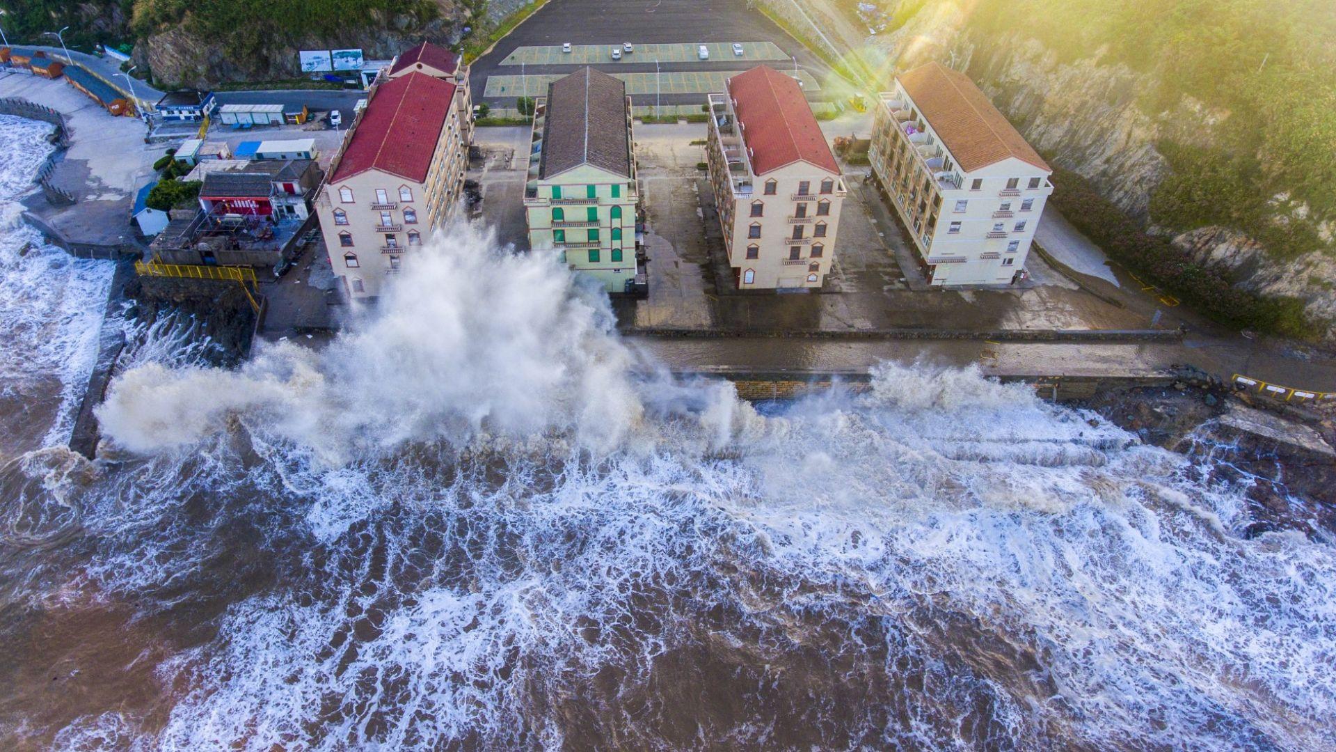 Тайфунът Мария премина през Северен Тайван (снимки)