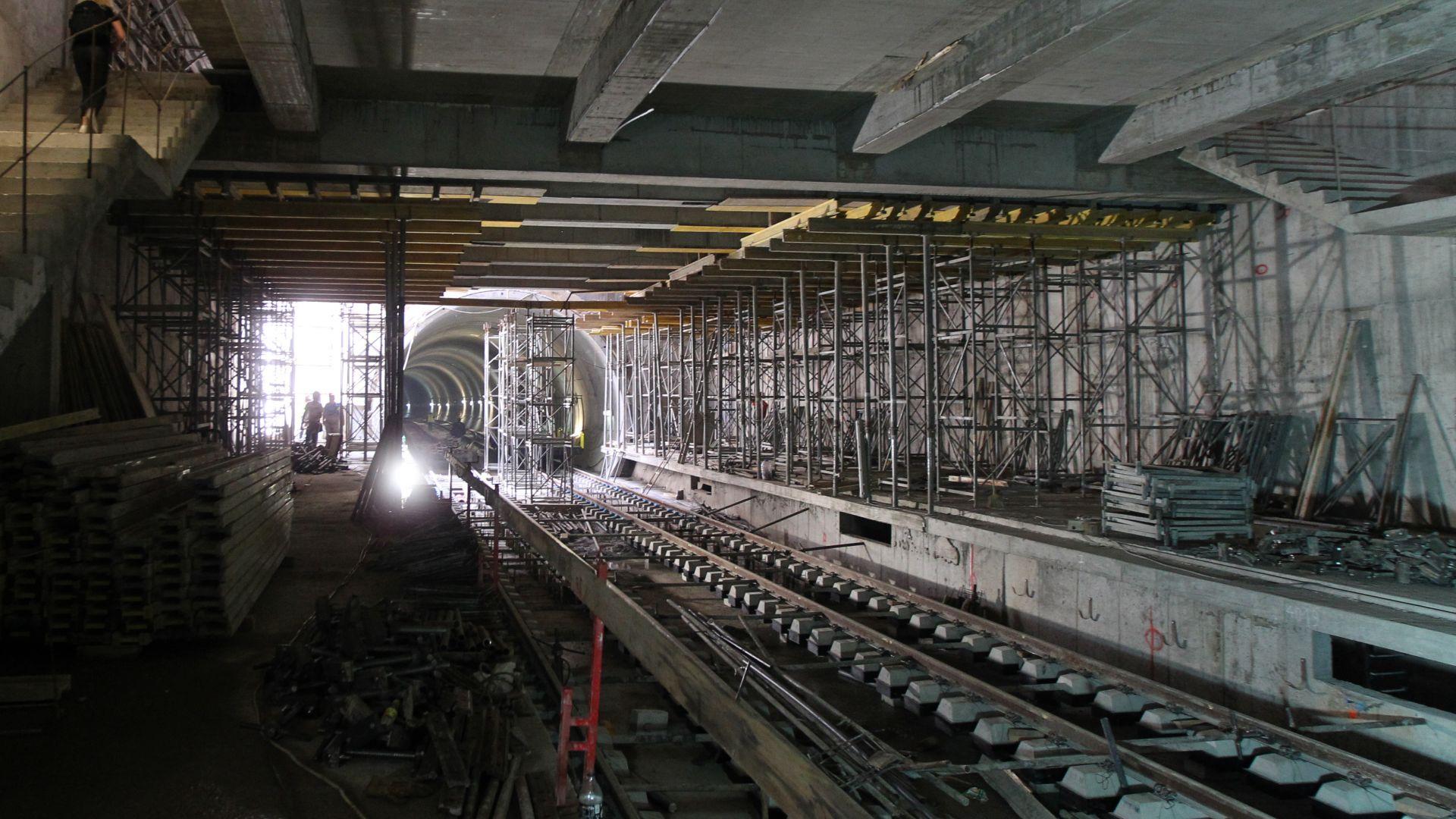 12 метростанции се строят едновременно в момента