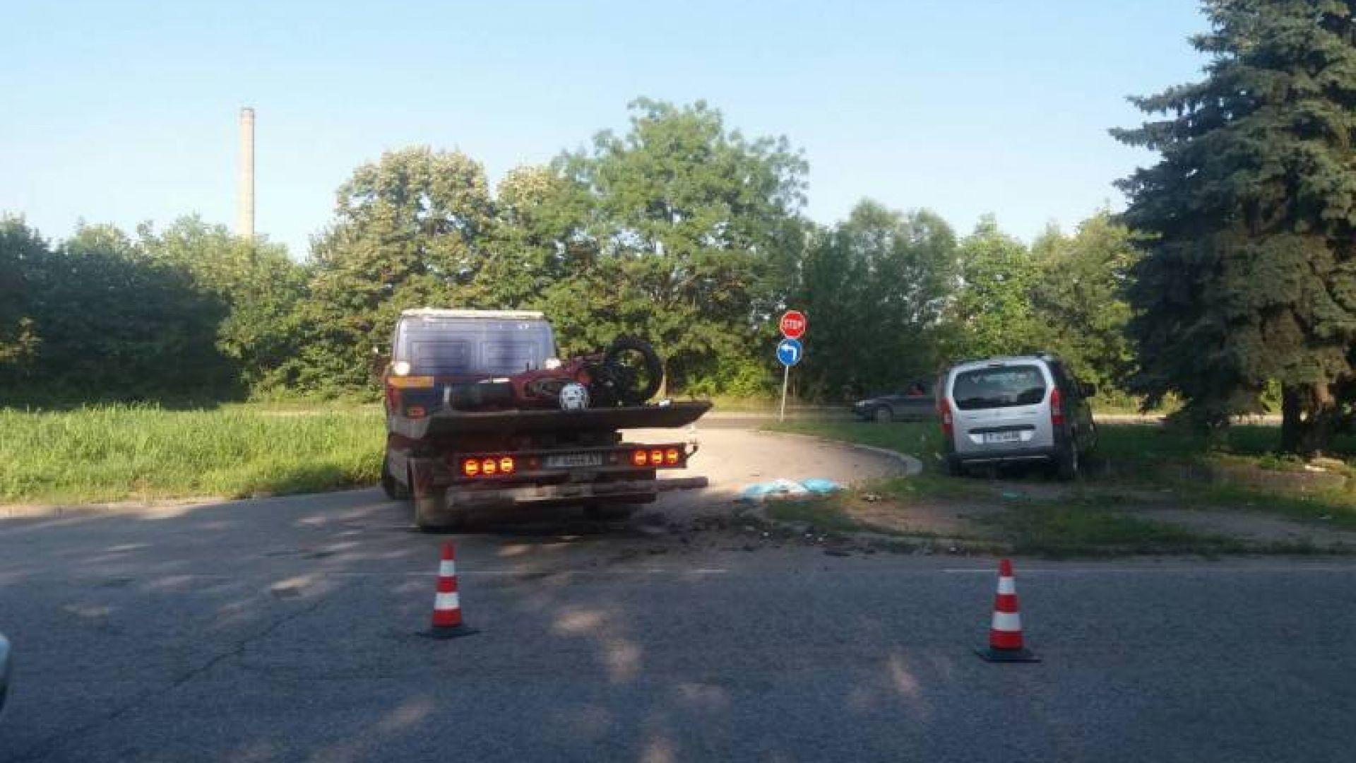 Мотоциклетист загина след удар от кола в  Русе
