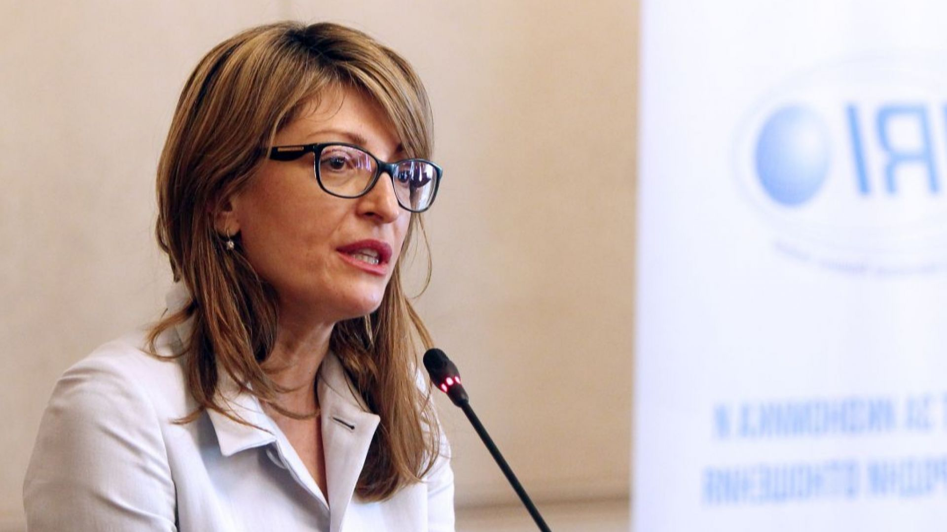 Коалицията е стабилна и вотът на недоверие ще бъде неуспешен, смята Екатерина Захариева