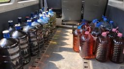 Митничари във Варна спипаха стотици литри алкохол менте