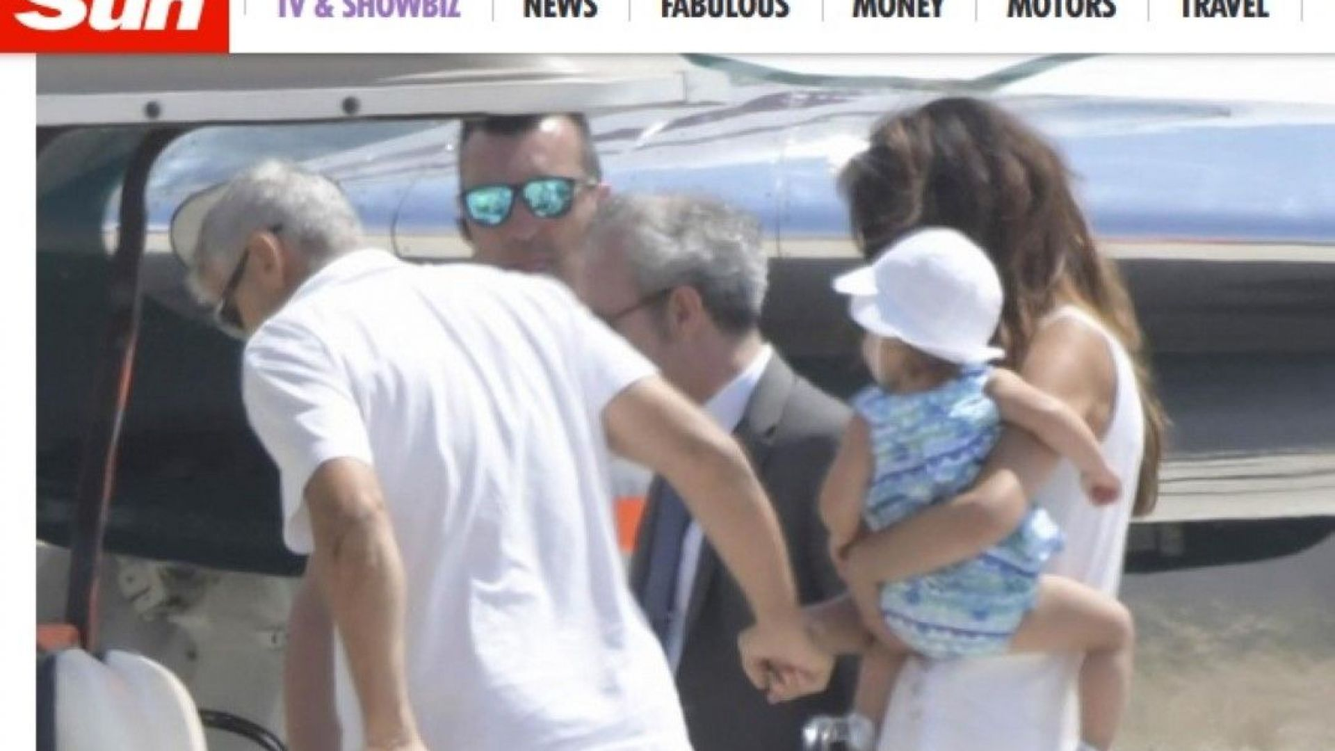 Джордж Клуни напусна Сардиния с помощта на Амал