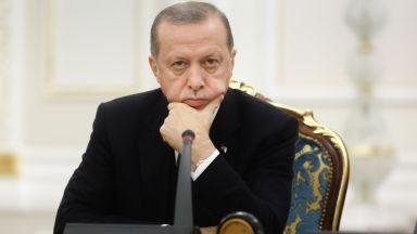 Турската лира удари дъното- доларът вече струва почти 5 лири