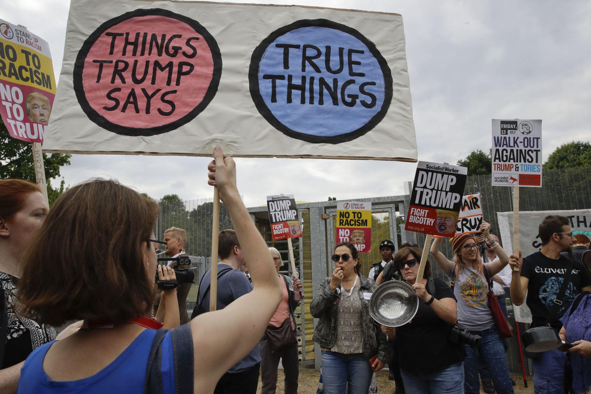 Протестиращи срещу Тръмп в Лондон