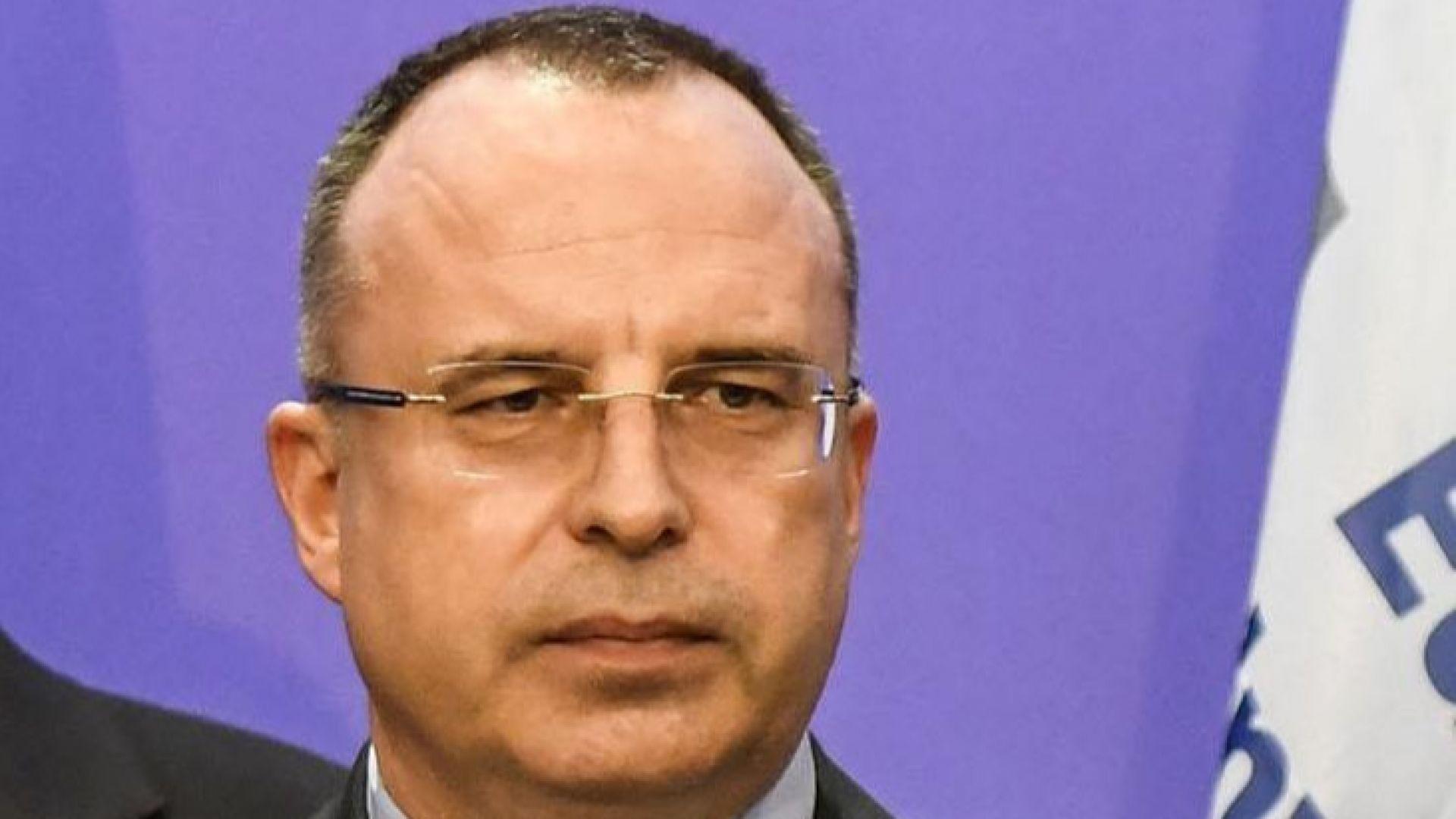 Министър Порожанов отговори на протестиращите: Не търпите загуби по наши изчисления